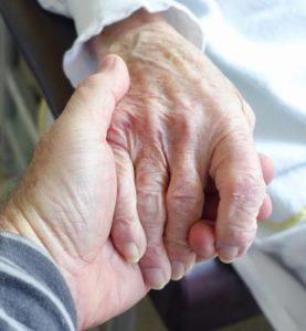 Maintien à domicile des seniors: les équipements de santé dont il faut disposer
